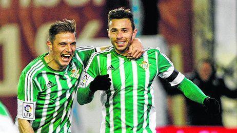 Rubén Castro celebra el primer gol logrado contra el Rayo.