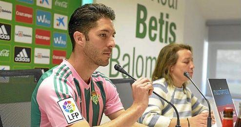 Álvaro Cejudo atendió a los medios de comunicación.