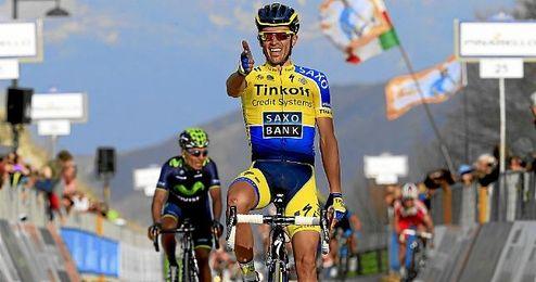 Contador celebrando la etapa ganada