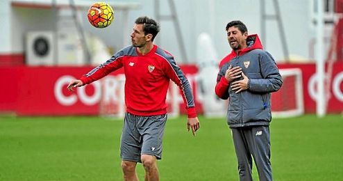 Krychowiak, durante un entrenamiento del Sevilla.