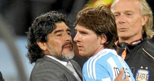 Maradona consuela a Messi.