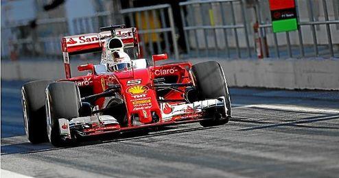 Sebastian Vettle en los entrenamientos con su Ferrari.