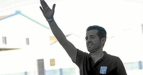 José Julio Monsalves, técnico pileño, durante un partido de esta temporada.