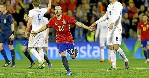 Cazorla celebra su gol en el amistoso ante Inglaterra.