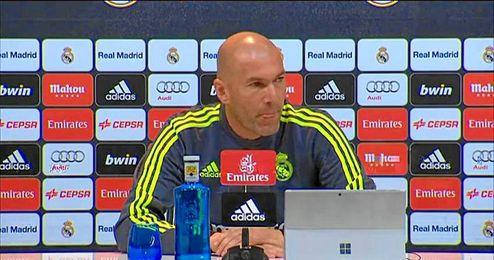 Zidane da la cara por James Rodríguez.