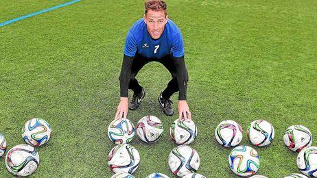 Gonzalo posa para ESTADIO Deportivo en el Nuevo Estadio Ciudad de Alcalá.