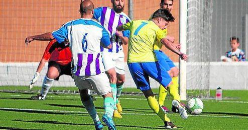 El tomareño Tete hizo el 1-0 ante el Ciudad Jardín, aunque no sirvió al final.