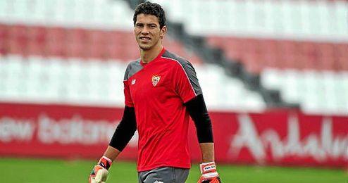 David Soria, en un entrenamiento del Sevilla.