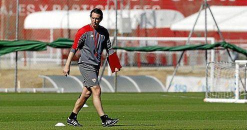 Unai Emery, durante un entrenamiento del Sevilla.