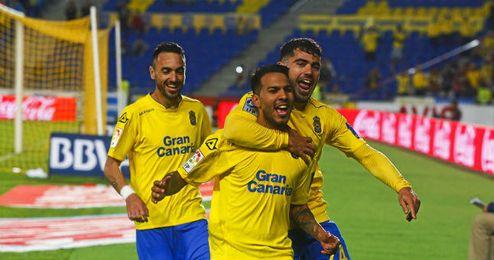 En la imagen, Viera celebrando un gol.