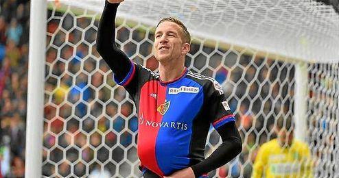 Janko celebra uno de sus goles ante el St. Gallen.