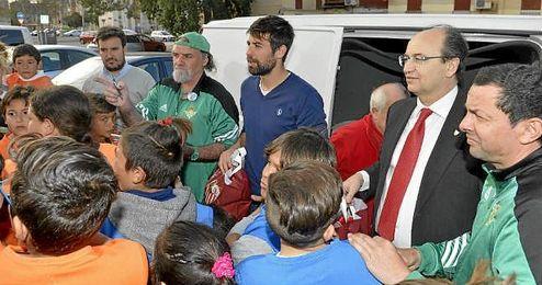 José Castro y Coke Andújar desataron la alegría entre los más pequeños