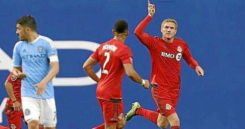 Perquis celebra su gol con el Toronto.
