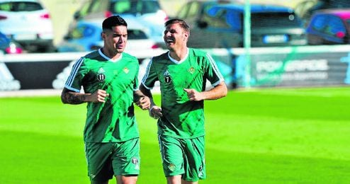 Vargas y Joaquín son los principales asistentes a balón parado.
