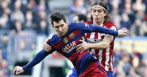 Filipe Luis se las tuvo con Messi hace un mes.