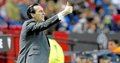 En su carrera ha disputado 33 partidos en casa con 22 victorias; con el Sevilla, 14 en 17.