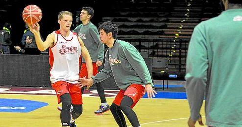 Hakanson y Miljenovic, durante un entrenamiento en las instalaciones de San Pablo.