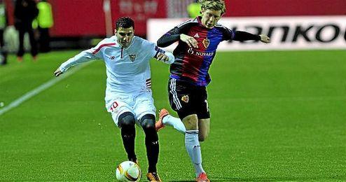 Reyes, en un lance del partido ante el Basilea.