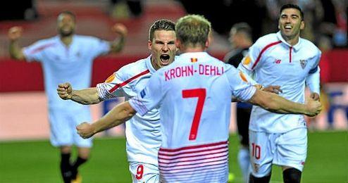 Gameiro y Krohn-Dehli celebra el 3-0, gol del galo y pase del dan�s.