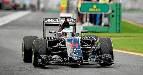 Alonso, sobre la pista de Albert Park.