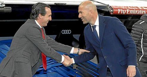 Zidane saluda a Emery antes del partido.