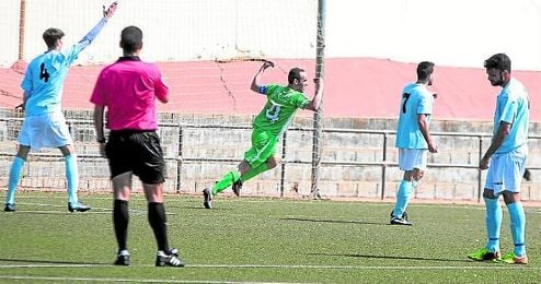 El capitán Peña se despidió ayer de los suyos con dos goles.