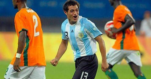 El argentino llegó a jugar 30 partidos oficiales con el Sevilla.