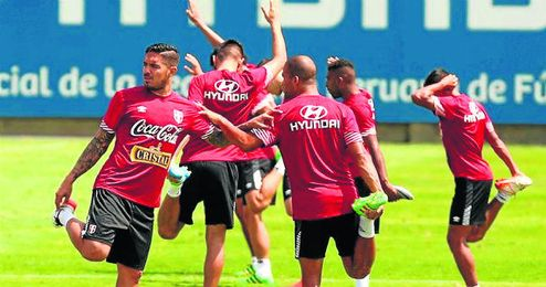 Vargas, en el entrenamiento de este miércoles con su selección.