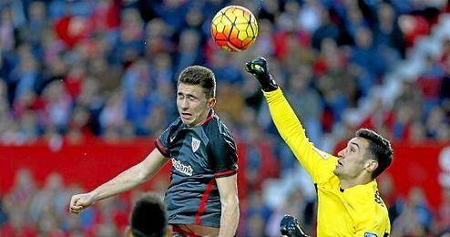 Laporte, durante el partido de Liga ante el Sevilla.