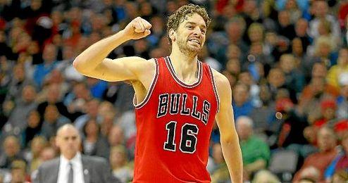 Gasol, durante un partido con los Bulls.