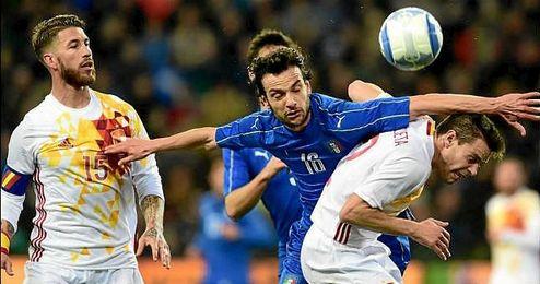 Sergio Ramos tuvo ser sustituido ante Italia por una molestias en la espalda.