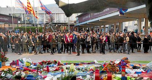 El espacio de condolencias habilitado por el club en el Camp Nou se mantendrá abierto hasta el próximo martes.