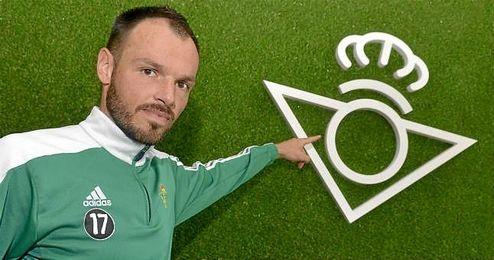 Westermann posa para ESTADIO Deportivo en la ciudad deportiva.