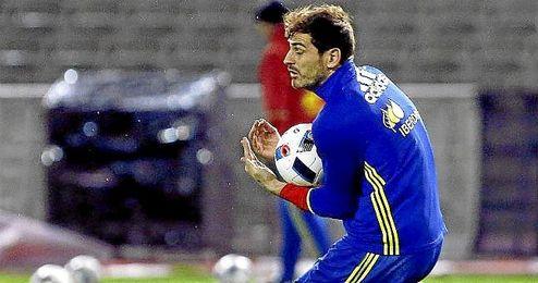 En la imagen, íker Casillas en un entrenamiento con la Selección española.