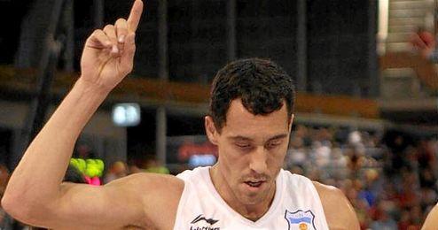 En la imagen, el base Pablo Prigioni en un partido con la selección argentina.