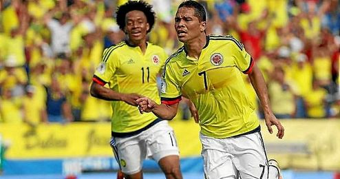 Bacca celebra uno de sus dos goles a Ecuador.