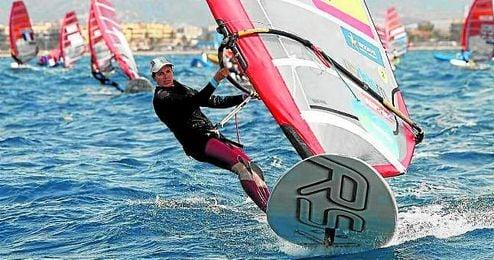 La sevillana Marina Alabau sigue en la pomada en la clase RS:X del Trofeo Princesa Sofía.
