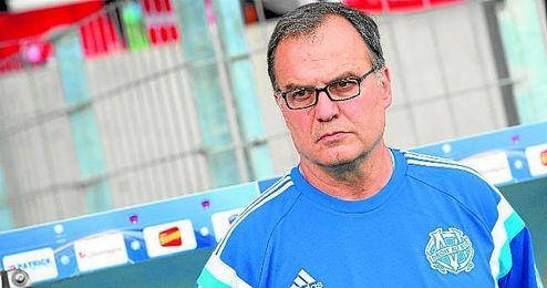 Marcelo Bielsa, por el que la Premier suspira, es uno de los técnicos en paro a día de hoy.