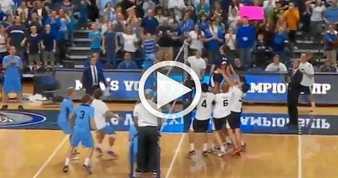 (VÍDEO) Espectacular punto en un partido de voleibol