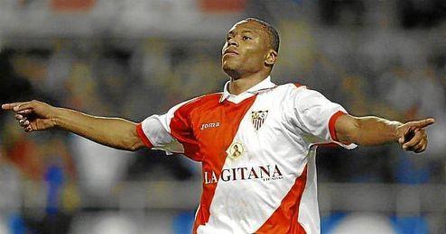 Baptista celebra un gol con el Sevilla.