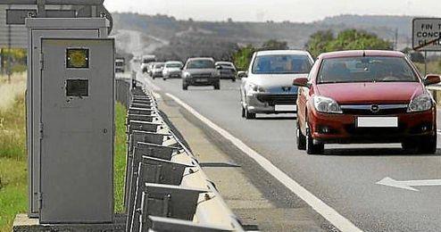 Imagen de un radar en carretera.