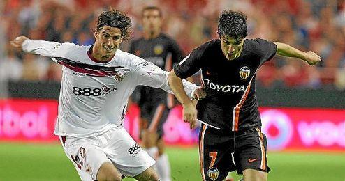 Aitor Ocio, con la camiseta del Sevilla en un partido ante el Valencia.