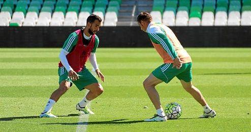 Imagen de Joaquín y Montoya durante el entrenamiento en el Villamarín.