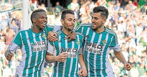 Ceballos y Rubén Castro contestan a su técnico.