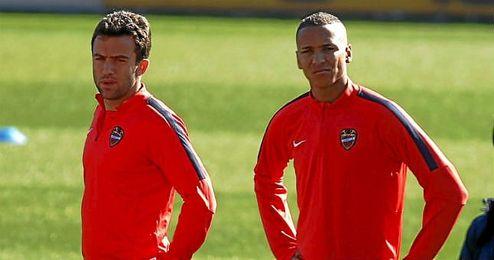 Giuseppe Rossi y Deyverson Brum Silva.