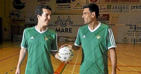 Paco Reyes y Miguel V�zquez posan para ESTADIO Deportivo.