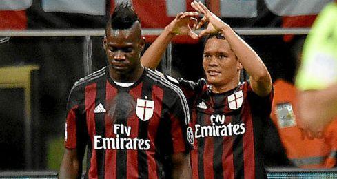 La relaci�n entre Bacca y Balotelli no parece la mejor.