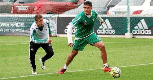 Vargas, en el entrenamiento de esta mañana en la Ciudad Deportiva Luis del Sol.