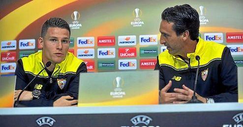 Emery, en sala de prensa junto a Gameiro.
