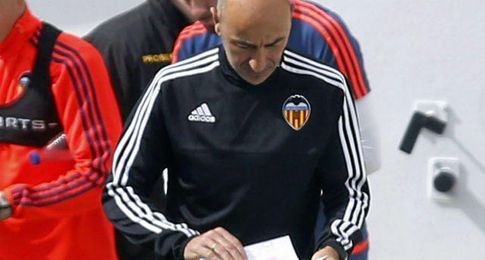 Pako Ayestarán, técnico del Valencia.